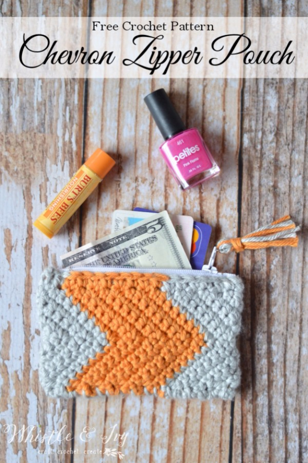 Quick Last Minute DIY Gifts You Can Make - Chevron Zipper Pouch - Easy and Quick Last Minute DIY Gift Ideas for Mom, Dad, Him or Her, Freinds, Teens, Kids, Girls and Boys. Fast Crafts and Fun Ideas in A Jar, Birthday Presents - Step by Step Tutorials #diygifts #xmas #christmasgifts #quickgifts