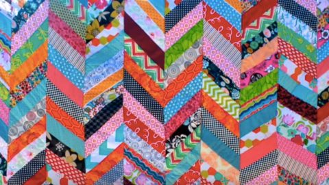 All Those Years And She Never Made a Quilt THEN She Found This Easy Colorful Quilt Tutorial… | DIY Joy Projects and Crafts Ideas
