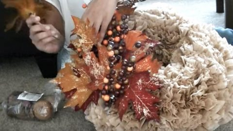 Watch The Clever Things She Makes This Captivating Fall Wreath Out Of! (CHEAP!) | DIY Joy Projects and Crafts Ideas