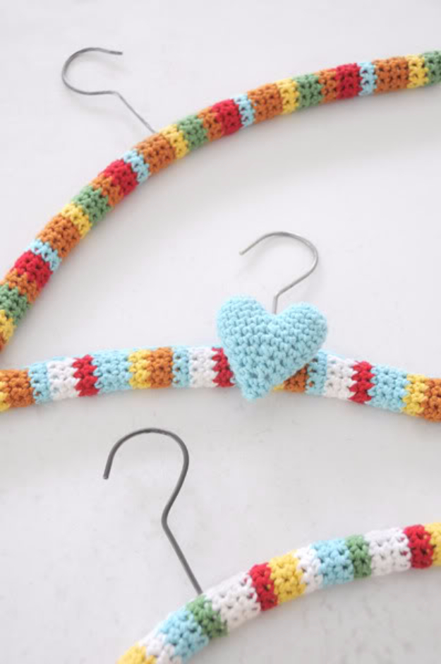 35 Easy Crochet Patterns - Crochet Hangers - Crochet Patterns For Beginners, Quick And Easy Crochet Patterns, Crochet Ideas To Try, Crochet Ideas To Make And Sell, Easy Crochet Ideas #crochet #crochetpatterns #diygifts