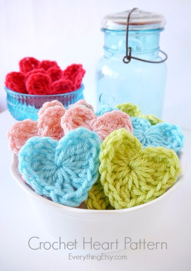 35 Easy Crochet Patterns - Crochet Heart Pattern - Crochet Patterns For Beginners, Quick And Easy Crochet Patterns, Crochet Ideas To Try, Crochet Ideas To Make And Sell, Easy Crochet Ideas #crochet #crochetpatterns #diygifts