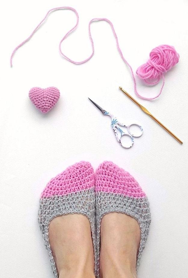 35 Easy Crochet Patterns - Crochet Slippers - Crochet Patterns For Beginners, Quick And Easy Crochet Patterns, Crochet Ideas To Try, Crochet Ideas To Make And Sell, Easy Crochet Ideas #crochet #crochetpatterns #diygifts