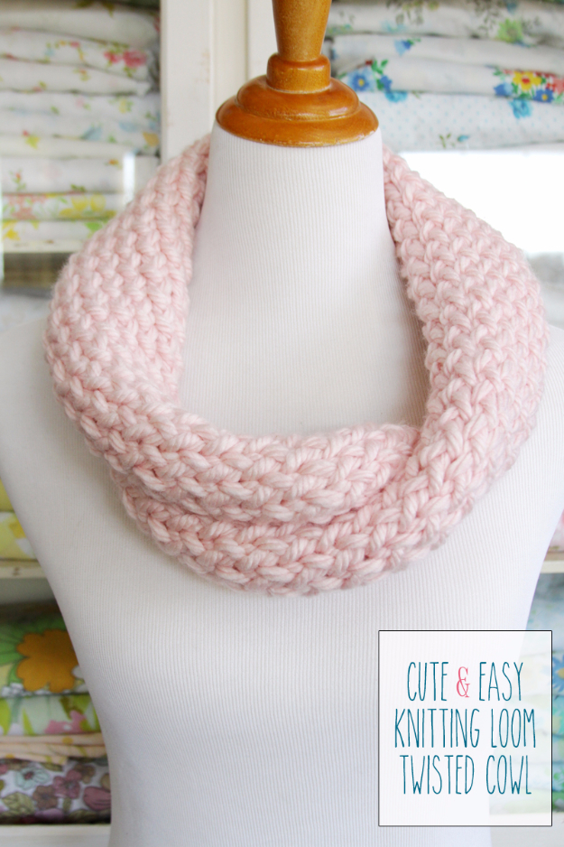 38 Easy Knitting Ideas - Cute And Easy Knitting Loom Cowl - Knitting Ideas For Beginners, Cute Kinitting Projects, Knitting Ideas And Patterns, Easy Knitting Crafts, Gifts You Can Knit#diy #knitting