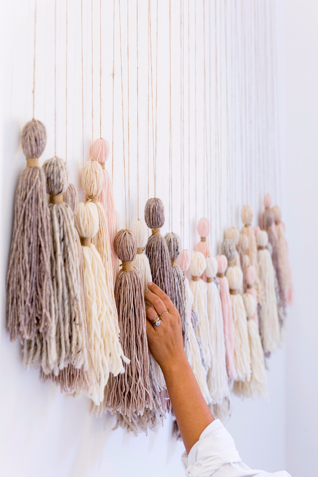 35 Wall Art Ideas for the Bedroom - DIY Tassel Wall Hanging - Rustic Decorating Projects For Bedroom, Brilliant Wall Art Projects, Creative Wall Art, Do It Yourself Crafts, Easy Wall Art, Bedroom Decor on a Budget, Bedroom http://diyjoy.com/wall-art-ideas-bedroom