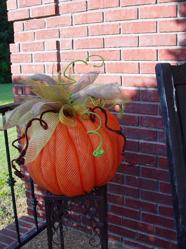 34 Pumpkin Decorations For Fall -Deco Mesh Pumpkin Tutorial - Easy DIY Pumpkin Decor Ideas for Home, Yard, Outdoors - Cool Pumpkin Decorating Ideas for Adults and Kids Party, Creative Crafts With Paint, Glitter and No Carve Projects for Halloween