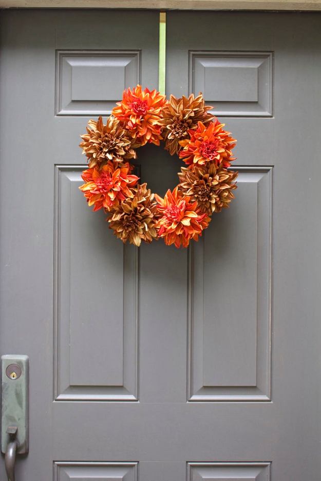 35 Fall Wreaths for Your Door - Easy Fall Wreath - Fall Wreaths For Front Door, Fall Wreaths Ideas To Try, Easy DIY Fall Wreaths, Brilliant Fall Wreath DIY, Porch Decor, Cool Ideas For Fall, Fall Projects