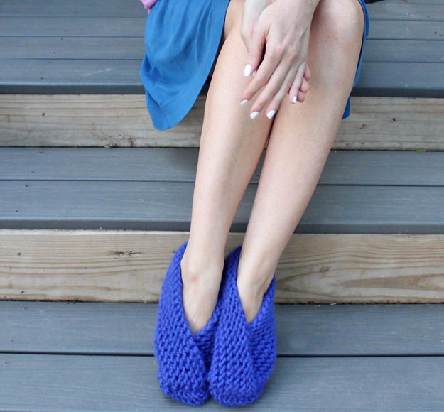 38 Easy Knitting Ideas - Easy Fold Over Slippers - Knitting Ideas For Beginners, Cute Kinitting Projects, Knitting Ideas And Patterns, Easy Knitting Crafts, Gifts You Can Knit#diy #knitting