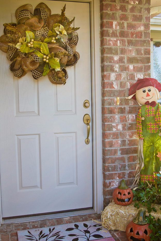 38 Best DIY Projects for Fall - Fall Mesh Poly Deco Wreath - Quick And Easy Projects For Fall, Fun DIY Projects To Try This Fall, Cute Fall Craft Ideas, Fall Decors, Easy DIY Crafts For Fall