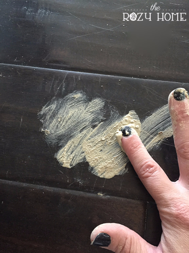DIY Home Improvement Ideas- Fix Cat Scratches In Wood Floors - Home Repair Ideas, Home Repairs On A Budget, Home Repair Tips, Living Room, Bedroom, Kitchen Repair, Home Improvement, Quick And Easy Home Tips #diy #homeimprovement #diyhome #homerepair