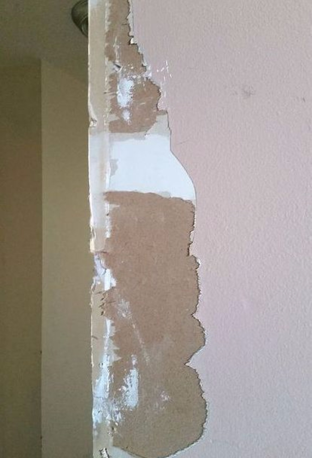 33 Home Repair Secrets From the Pros - Fixing A Torn Drywall Paper - Home Repair Ideas, Home Repairs On A Budget, Home Repair Tips, Living Room, Bedroom, Kitchen Repair, Home Improvement, Quick And Easy Home Tips http://diyjoy.com/diy-home-repair-secrets