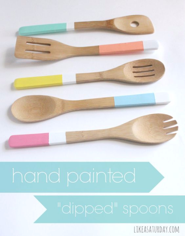 Quick Last Minute DIY Gifts You Can Make - Hand Painted Dipped Spoons - Easy and Quick Last Minute DIY Gift Ideas for Mom, Dad, Him or Her, Freinds, Teens, Kids, Girls and Boys. Fast Crafts and Fun Ideas in A Jar, Birthday Presents - Step by Step Tutorials #diygifts #xmas #christmasgifts #quickgifts
