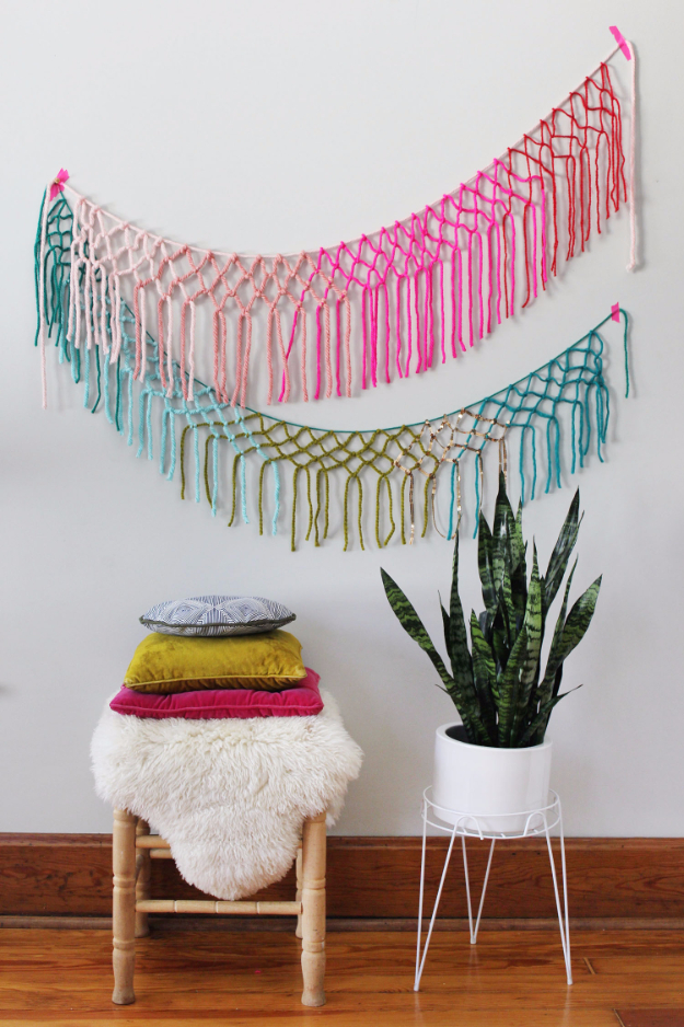 Clever DIYs Made With Yarn - Macrame Yarn Garland DIY - Yarn Crafts To Try, Easy Yarn DIYs, Fun Crafts To Do With Yarn, Wall Art, Awesome Yarn Ideas, Yarn DIY Projects, Brillian Yarn Craft Tutorials http://diyjoy.com/diy-yarn-crafts
