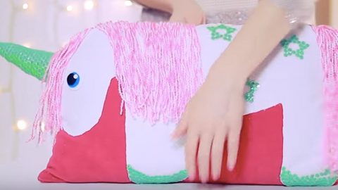 When I Think Of Unicorns I Think Of Magical And To Make One You Don't Have To Sew It! (WATCH!)   DIY Joy Projects and Crafts Ideas