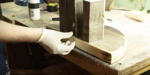 He Cuts Some Pallet Wood And Makes Something Very Useful To ALL Of Us! (FREE!)…