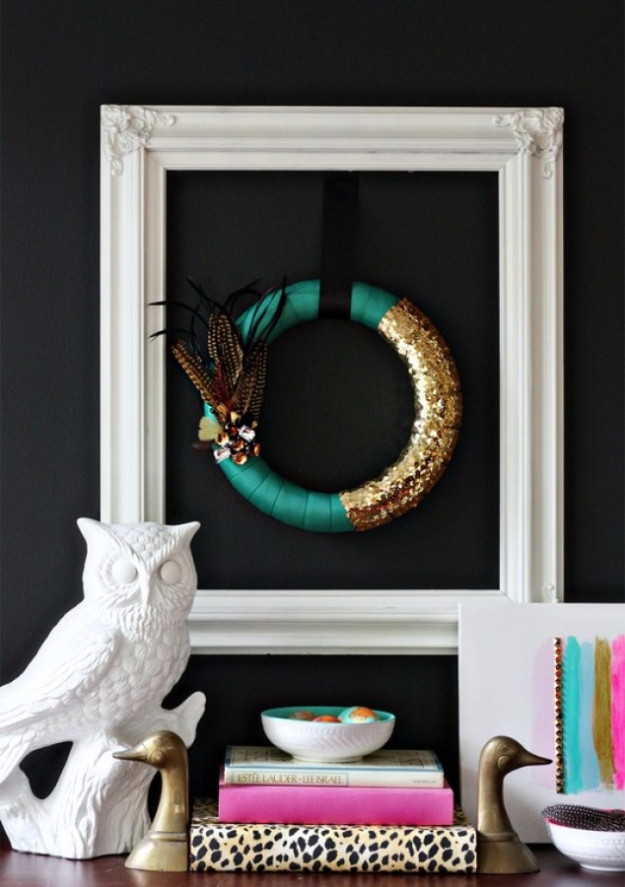 35 Fall Wreaths for Your Door - Pantone Emerald Green Fall Feather Wreath - Fall Wreaths For Front Door, Fall Wreaths Ideas To Try, Easy DIY Fall Wreaths, Brilliant Fall Wreath DIY, Porch Decor, Cool Ideas For Fall, Fall Projects