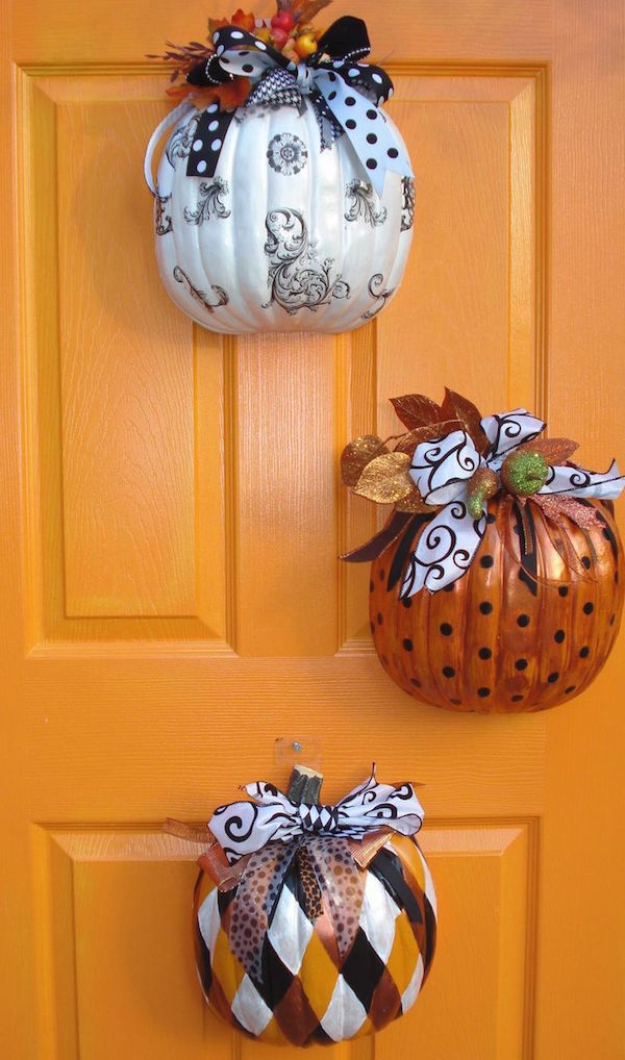 34 Pumpkin Decorations For Fall - Pumpkin Door Hanger - Easy DIY Pumpkin Decor Ideas for Home, Yard, Outdoors - Cool Pumpkin Decorating Ideas for Adults and Kids Party, Creative Crafts With Paint, Glitter and No Carve Projects for Halloween