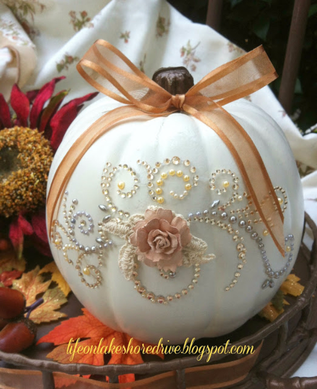 34 Pumpkin Decorations For Fall - Pumpkin Glitz And Glitter - Easy DIY Pumpkin Decor Ideas for Home, Yard, Outdoors - Cool Pumpkin Decorating Ideas for Adults and Kids Party, Creative Crafts With Paint, Glitter and No Carve Projects for Halloween