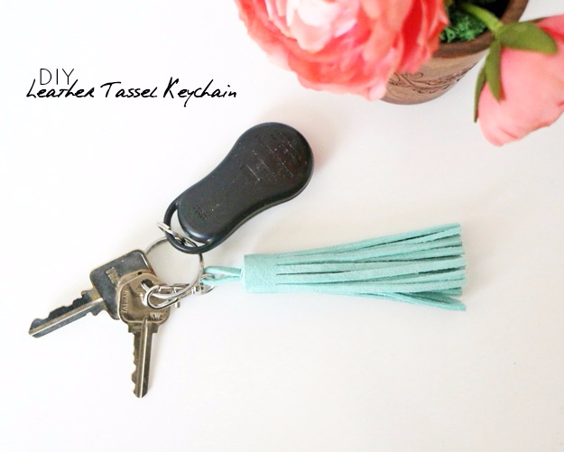 Quick Last Minute DIY Gifts You Can Make - Quick DIY Leather Tassel Keychain - Easy and Quick Last Minute DIY Gift Ideas for Mom, Dad, Him or Her, Freinds, Teens, Kids, Girls and Boys. Fast Crafts and Fun Ideas in A Jar, Birthday Presents - Step by Step Tutorials #diygifts #xmas #christmasgifts #quickgifts