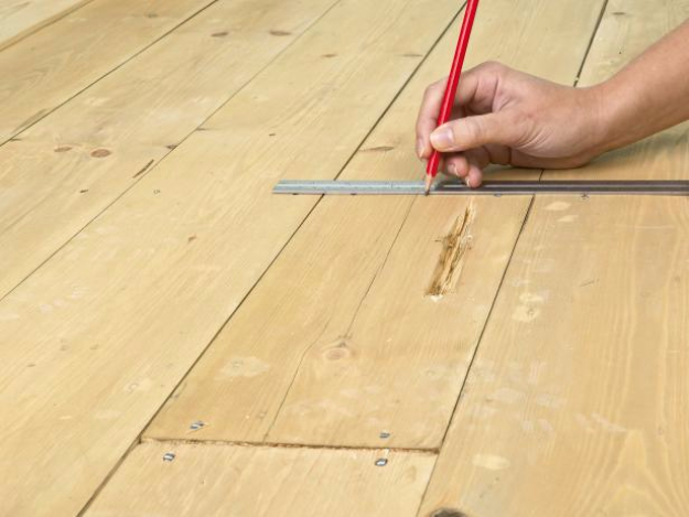 33 Home Repair Secrets From the Pros - Repair Hardwood Floors - Home Repair Ideas, Home Repairs On A Budget, Home Repair Tips, Living Room, Bedroom, Kitchen Repair, Home Improvement, Quick And Easy Home Tips http://diyjoy.com/diy-home-repair-secrets