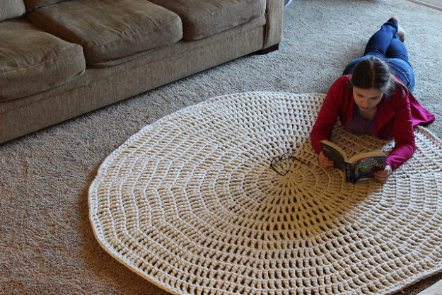 Quick Last Minute DIY Gifts You Can Make - Thick And Quick Crochet Area Rug - Easy and Quick Last Minute DIY Gift Ideas for Mom, Dad, Him or Her, Freinds, Teens, Kids, Girls and Boys. Fast Crafts and Fun Ideas in A Jar, Birthday Presents - Step by Step Tutorials #diygifts #xmas #christmasgifts #quickgifts