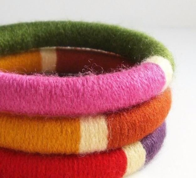 Clever DIYs Made With Yarn - Yarn Bangles - Yarn Crafts To Try, Easy Yarn DIYs, Fun Crafts To Do With Yarn, Wall Art, Awesome Yarn Ideas, Yarn DIY Projects, Brillian Yarn Craft Tutorials http://diyjoy.com/diy-curtains-drapes