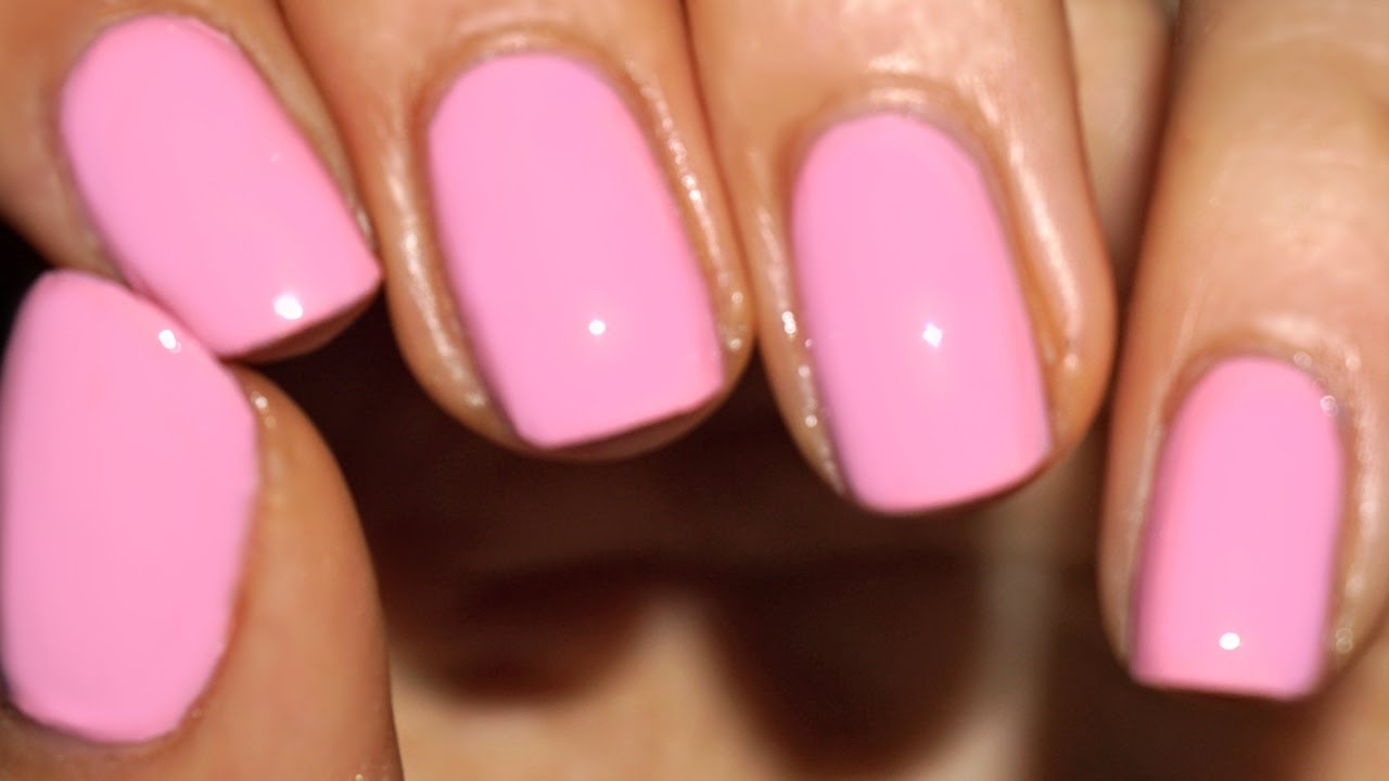 She Shows You How Paint Your Nails Like A Pro With A Few