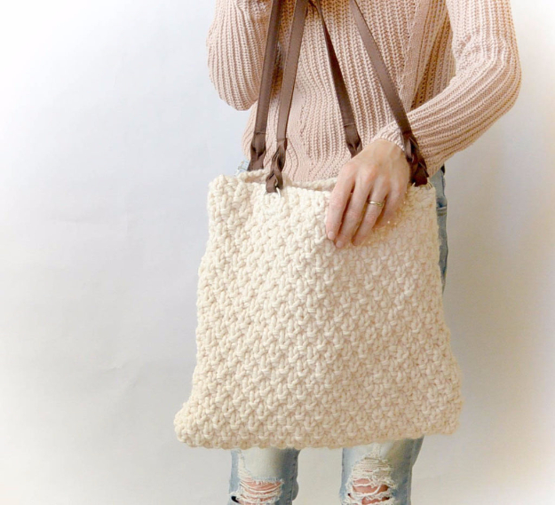 38 Easy Knitting Ideas -Aspen Mountain Knitted Bag- DIY Knitting Ideas For Beginners, Cute Knit Projects, Knitting Ideas And Patterns, Easy Knitting Crafts, Gifts You Can Knit#diy #knitting