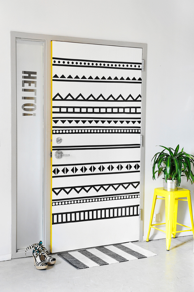 42 DIY Room Decor for Girls - Black And White Graphic Door - Awesome Do It Yourself Room Decor For Girls, Room Decorating Ideas, Creative Room Decor For Girls, Bedroom Accessories, Cute Room Decor For Girls