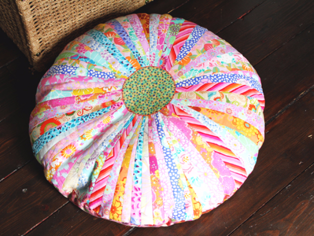 42 DIY Room Decor for Girls - Bright And Beautiful Floor Cushion - Awesome Do It Yourself Room Decor For Girls, Room Decorating Ideas, Creative Room Decor For Girls, Bedroom Accessories, Cute Room Decor For Girls