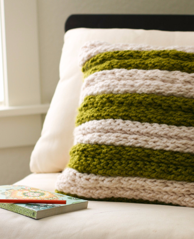 38 Easy Knitting Ideas -Knit Pillow for Home Decor- DIY Knitting Ideas For Beginners, Cute Knit Projects, Knitting Ideas And Patterns, Easy Knitting Crafts, Gifts You Can Knit#diy #knitting