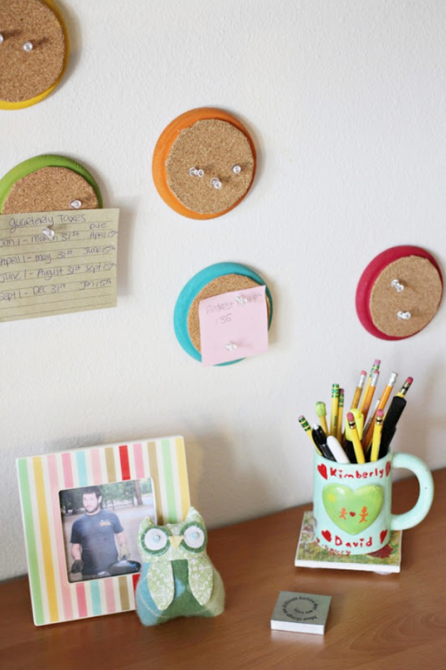 42 DIY Room Decor for Girls - Colorful Circle Cork Boards - Awesome Do It Yourself Room Decor For Girls, Room Decorating Ideas, Creative Room Decor For Girls, Bedroom Accessories, Cute Room Decor For Girls