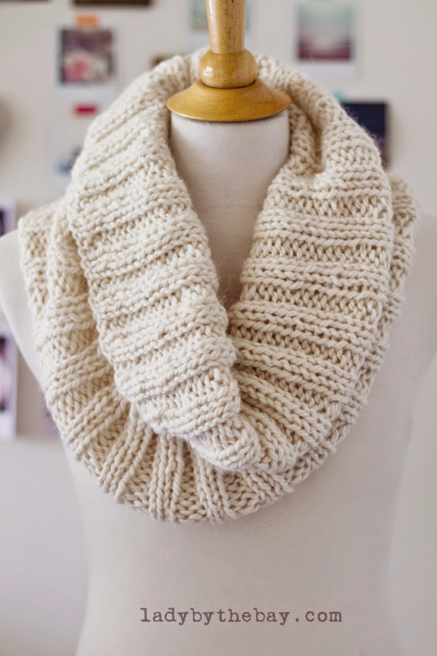 Knitting Scarf Patterns Beginners : 32 Easy Knitted Gifts That You Can Make In Hours - DIY Joy