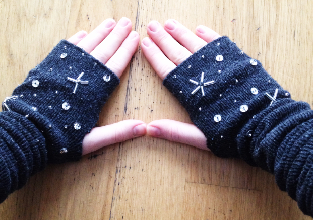 DIY Gifts for Mom - DIY Arm Warmers - Best Craft Projects and Gift Ideas You Can Make for Your Mother - Last Minute Presents for Birthday and Christmas - Creative Photo Projects, Bath Ideas, Gift Baskets and Thoughtful Things to Give Mothers and Moms http://diyjoy.com/diy-gifts-for-mom