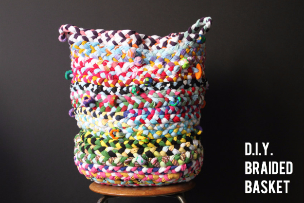 42 DIY Room Decor for Girls - DIY Braided Basket - Awesome Do It Yourself Room Decor For Girls, Room Decorating Ideas, Creative Room Decor For Girls, Bedroom Accessories, Cute Room Decor For Girls