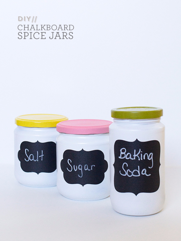 DIY Gifts for Mom Pinterest - Chalkboard Spice Jars for Kitchen Decor - Best Craft Projects and Gift Ideas You Can Make for Your Mother - Last Minute Presents for Birthday and Christmas - Creative Photo Projects, Bath Ideas, Thoughtful Things to Give Moms
