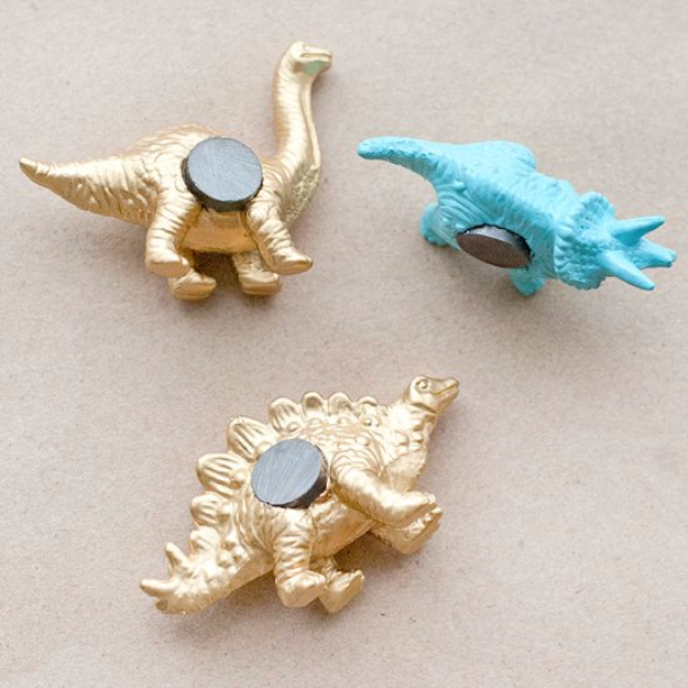 33 Cool DIYs With Spray Paint - DIY Dino Magnets - Easy Spray Paint Decor, Fun Do It Yourself Spray Paint Ideas, Cool Spray Paint Projects To Try, Upcycled And Repurposed, Restore Old Items With Spray Paint