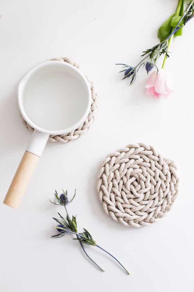 38 Easy Knitting Ideas - Finger Knit Rope Trivet - Knitting Ideas For Beginners, Cute Kinitting Projects, Knitting Ideas And Patterns, Easy Knitting Crafts, Gifts You Can Knit#diy #knitting