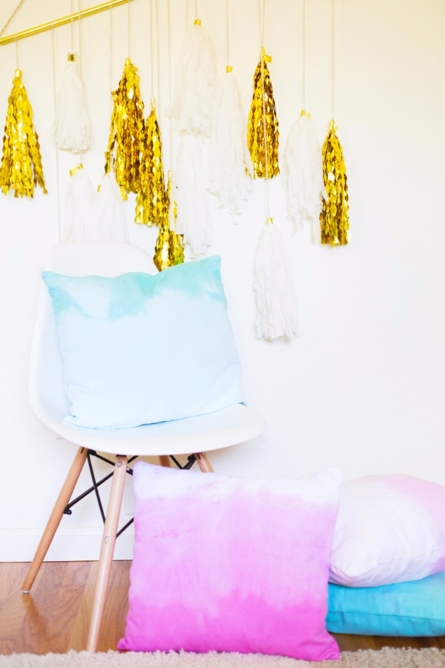 42 DIY Room Decor for Girls - DIY Ombre Dip Dye Throw Pillows - Awesome Do It Yourself Room Decor For Girls, Room Decorating Ideas, Creative Room Decor For Girls, Bedroom Accessories, Cute Room Decor For Girls