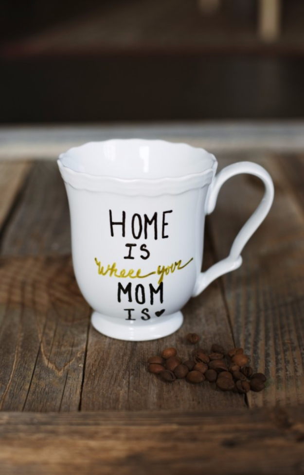 DIY Gifts for Mom - DIY Personalized Mug For Mom - Best Craft Projects and Gift Ideas You Can Make for Your Mother - Last Minute Presents for Birthday and Christmas - Creative Photo Projects, Bath Ideas, Gift Baskets and Thoughtful Things to Give Mothers and Moms #diygifts #giftsformom