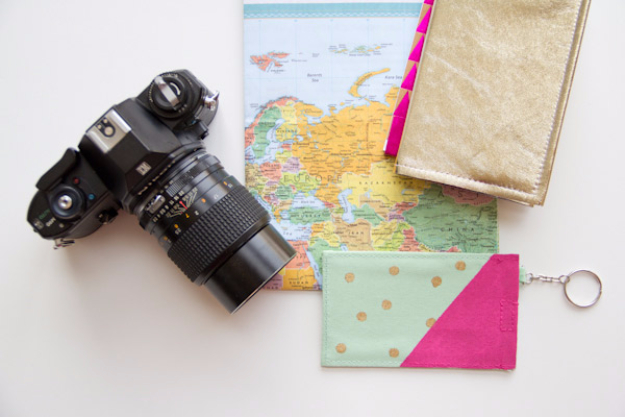 DIY Gifts for Mom - DIY Polka Dot Luggage Tags - Best Craft Projects and Gift Ideas You Can Make for Your Mother - Last Minute Presents for Birthday and Christmas - Creative Photo Projects, Bath Ideas, Gift Baskets and Thoughtful Things to Give Mothers and Moms http://diyjoy.com/diy-gifts-for-mom