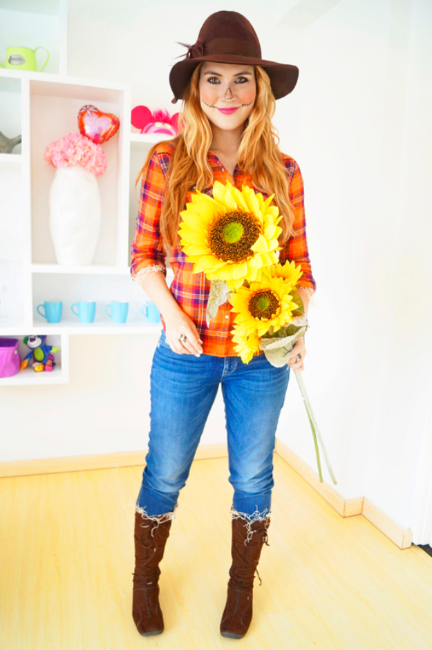 Best DIY Halloween Costume Ideas - Easy Scarecrow Costume - Do It Yourself Costumes for Women, Men, Teens, Adults and Couples. Fun, Easy, Clever, Cheap and Creative Costumes That Will Win The Contest