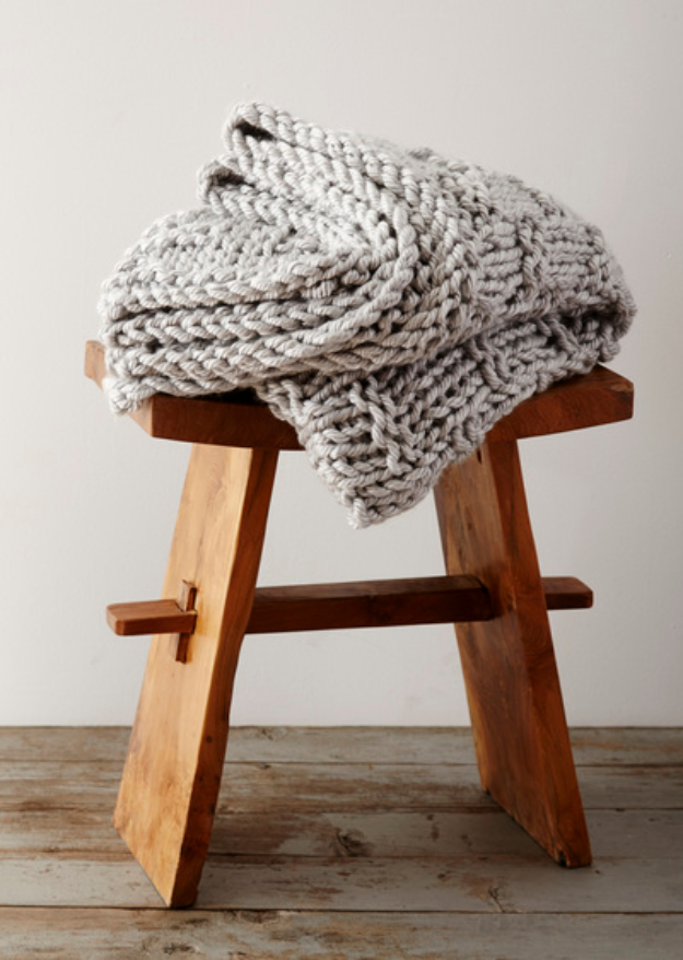 38 Easy Knitting Ideas - Hand Knit Extra Chinky Gratitude Blanket - Knitting Ideas For Beginners, Cute Kinitting Projects, Knitting Ideas And Patterns, Easy Knitting Crafts, Gifts You Can Knit#diy #knitting