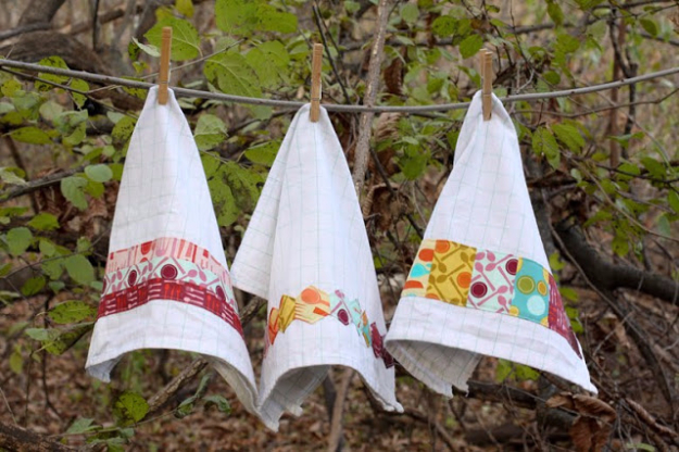 DIY Gifts for Mom - Fabric Embellished Dish Towels - Best Craft Projects and Gift Ideas You Can Make for Your Mother - Last Minute Presents for Birthday and Christmas - Creative Photo Projects, Bath Ideas, Gift Baskets and Thoughtful Things to Give Mothers and Moms #diygifts #giftsformom