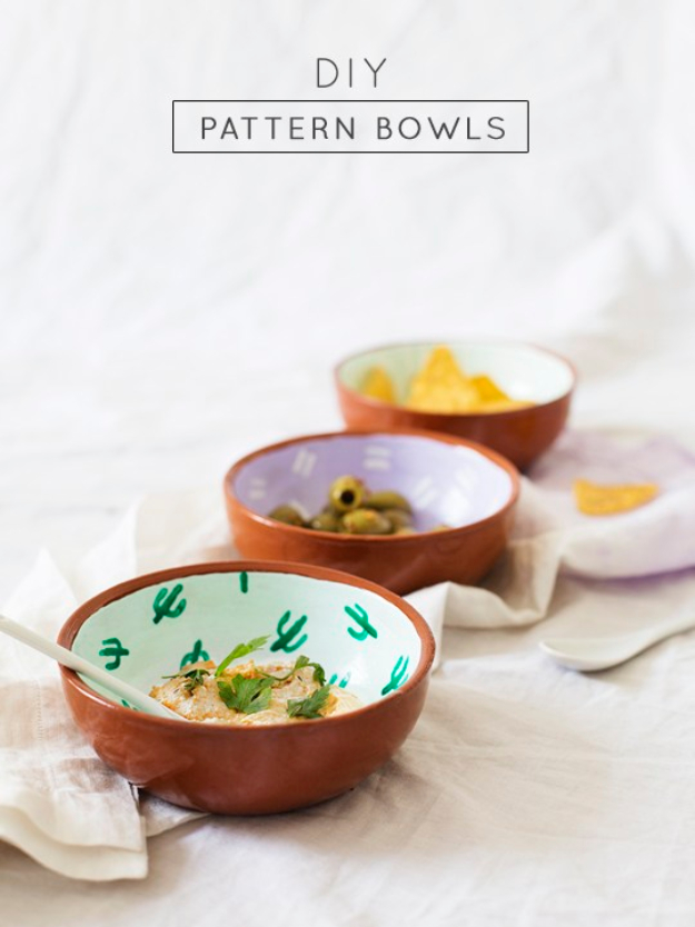 DIY Projects With Old Plates and Dishes - Fancy Fiesta DIY Pattern Bowls - Creative Home Decor for Rustic, Vintage and Farmhouse Looks. Upcycle With These Best Crafts and Project Tutorials http://diyjoy.com/diy-projects-plates-dishes