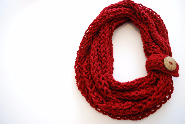 38 Easy Knitting Ideas -Finger Knit Infinity Scarf - DIY Knitting Ideas For Beginners, Cute Knit Projects, Knitting Ideas And Patterns, Easy Knitting Crafts, Gifts You Can Knit#diy #knitting