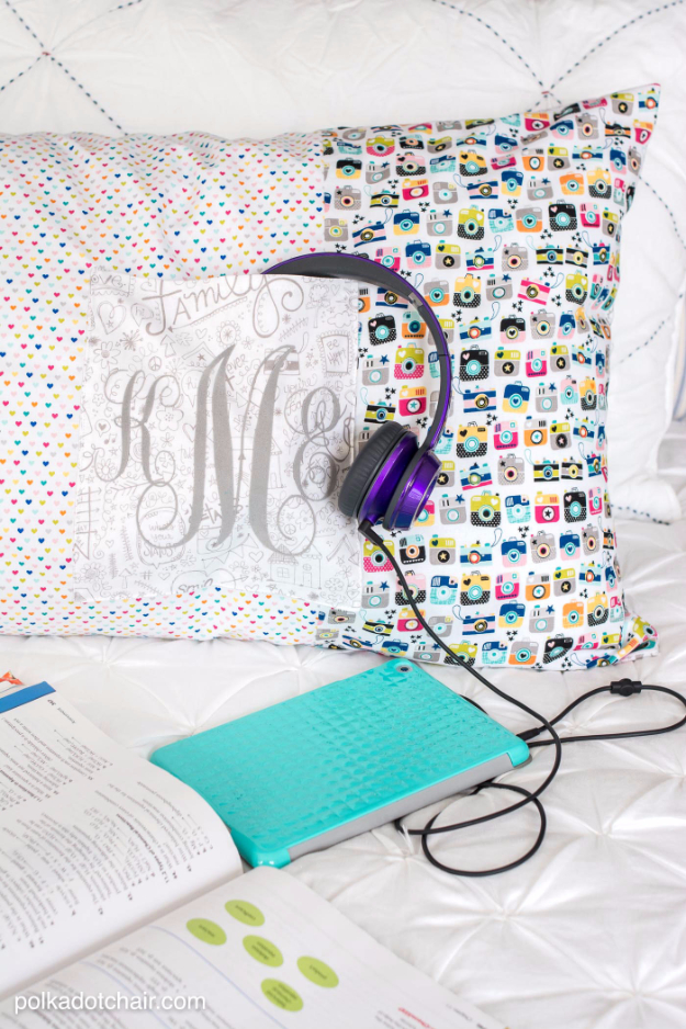Quick DIY Gifts You Can Sew - Giant Pocket Pillow - Best Sewing Projects for Gift Giving and Simple Handmade Presents - Free Patterns and Easy Step by Step Tutorials for Home Decor, Baby, Women, Kids, Men, Girls http://diyjoy.com/quick-diy-gifts-sew