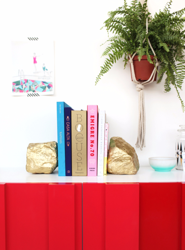 33 Cool DIYs With Spray Paint - Gold Rock Bookends - Easy Spray Paint Decor, Fun Do It Yourself Spray Paint Ideas, Cool Spray Paint Projects To Try, Upcycled And Repurposed, Restore Old Items With Spray Paint