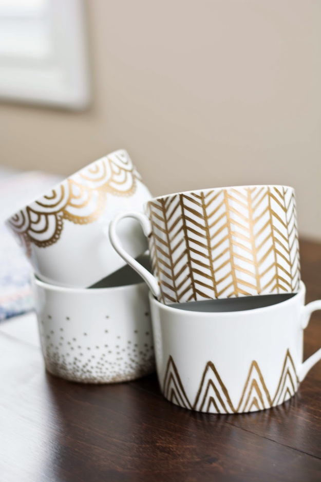 DIY Projects With Old Plates and Dishes - Gold Sharpie Mugs - Creative Home Decor for Rustic, Vintage and Farmhouse Looks. Upcycle With These Best Crafts and Project Tutorials #diy #kitchen #crafts