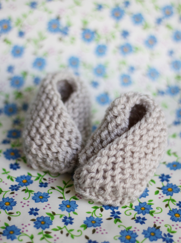 38 Easy Knitting Ideas - Knit Baby Booties- DIY Knitting Ideas For Beginners, Cute Knit Projects, Knitting Ideas And Patterns, Easy Knitting Crafts, Gifts You Can Knit#diy #knitting