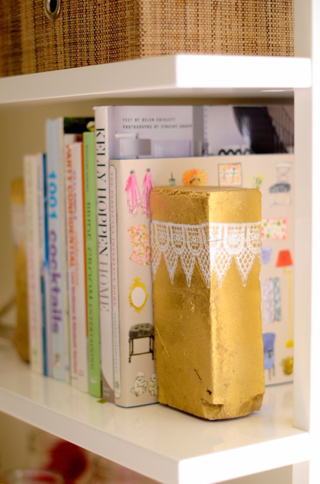 42 DIY Room Decor for Girls - Metallic Brick Bookends - Awesome Do It Yourself Room Decor For Girls, Room Decorating Ideas, Creative Room Decor For Girls, Bedroom Accessories, Cute Room Decor For Girls